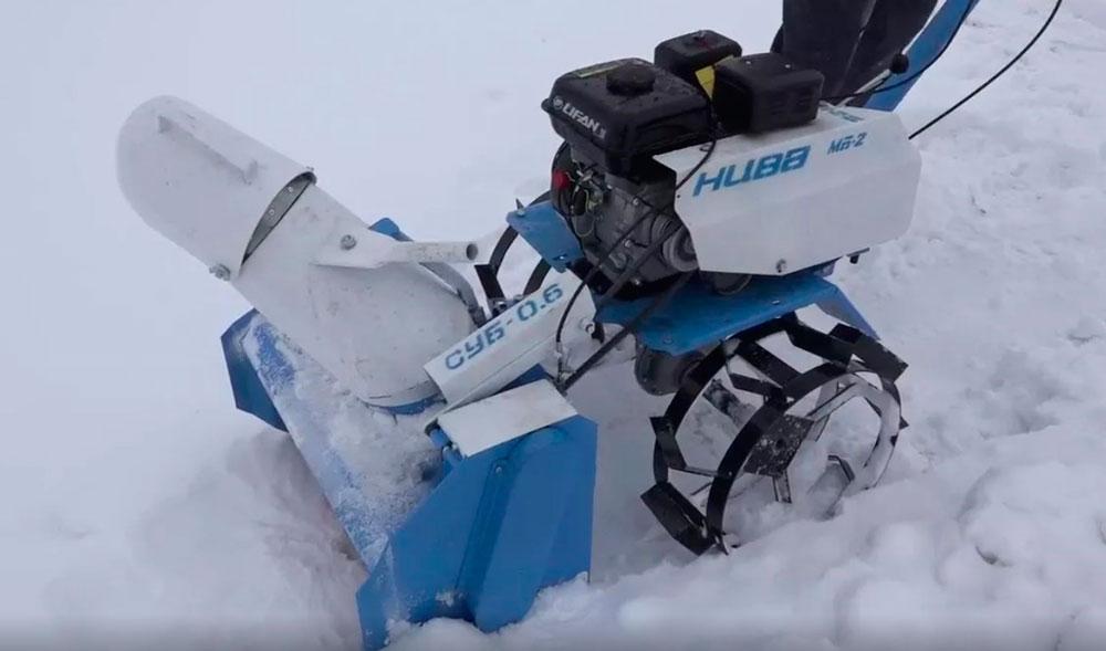 шнекороторный снегоуборщик