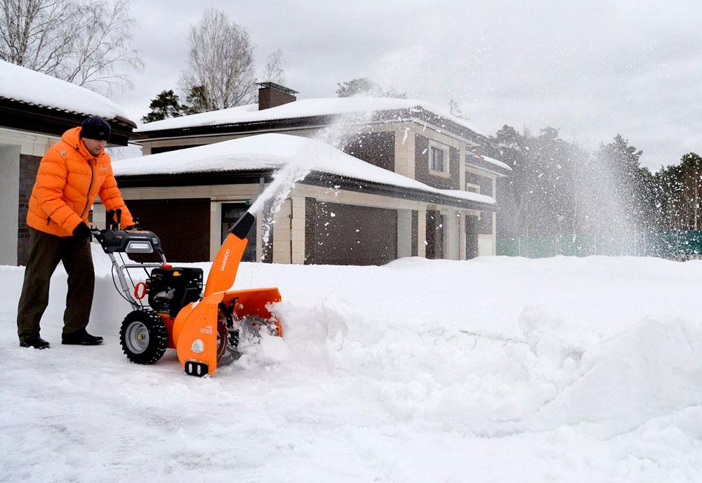 чистка снега с помощь мотоблока