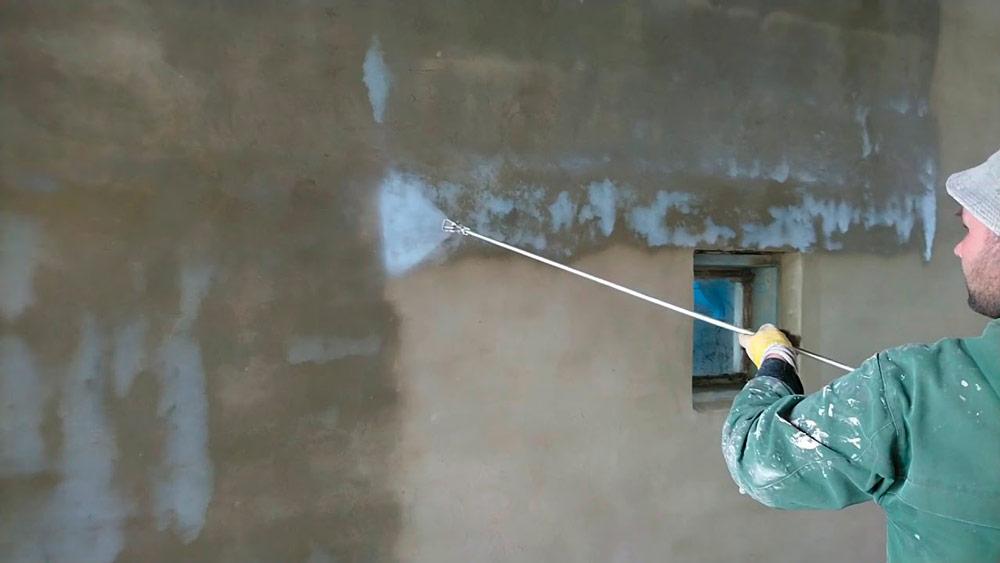 Грунтование стен перед покраской