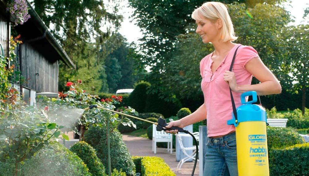 использование садового опрыскивателя