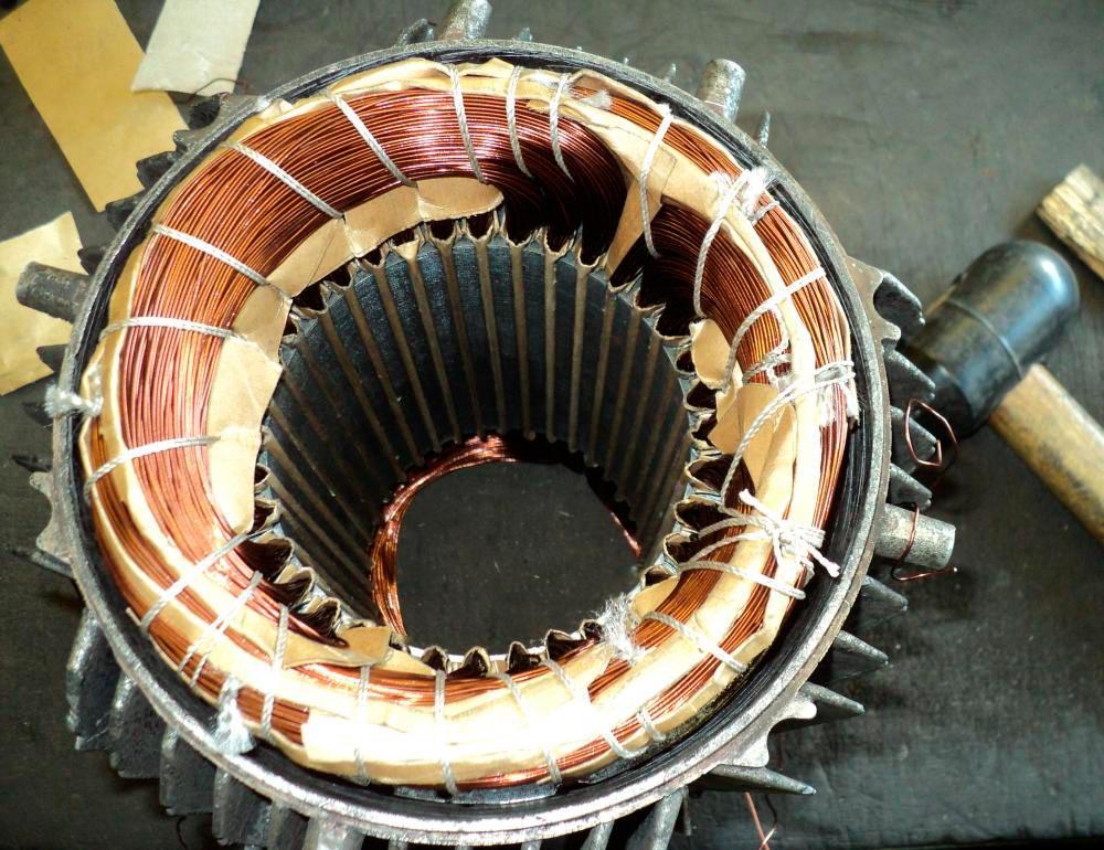 Внутри трубы располагается статор