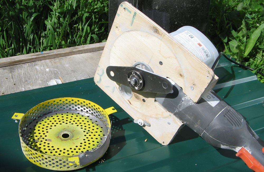 зернодробилка из шлифовальной машинки