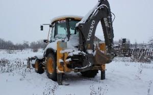 Экскаватор-погрузчик Volvo BL-61. Уборка снега.